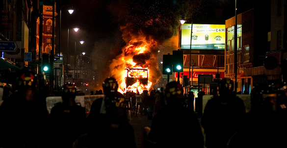 London riots, Tottenham burning bus, 07.08.2011, by Beacon Radio