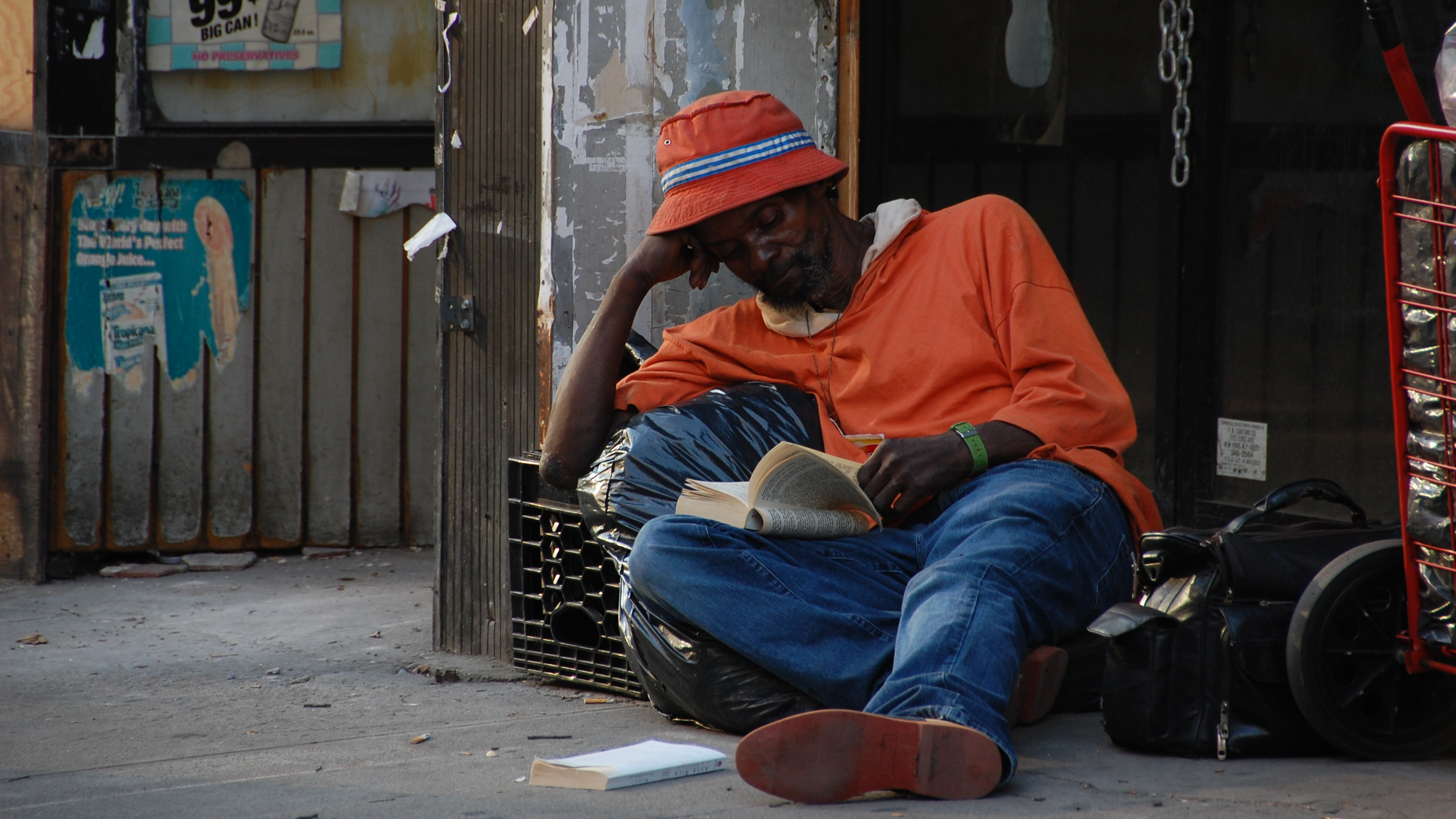Reading on Broadway, Oct 6, 2007, by Michele Markel Connors (3008x1692)