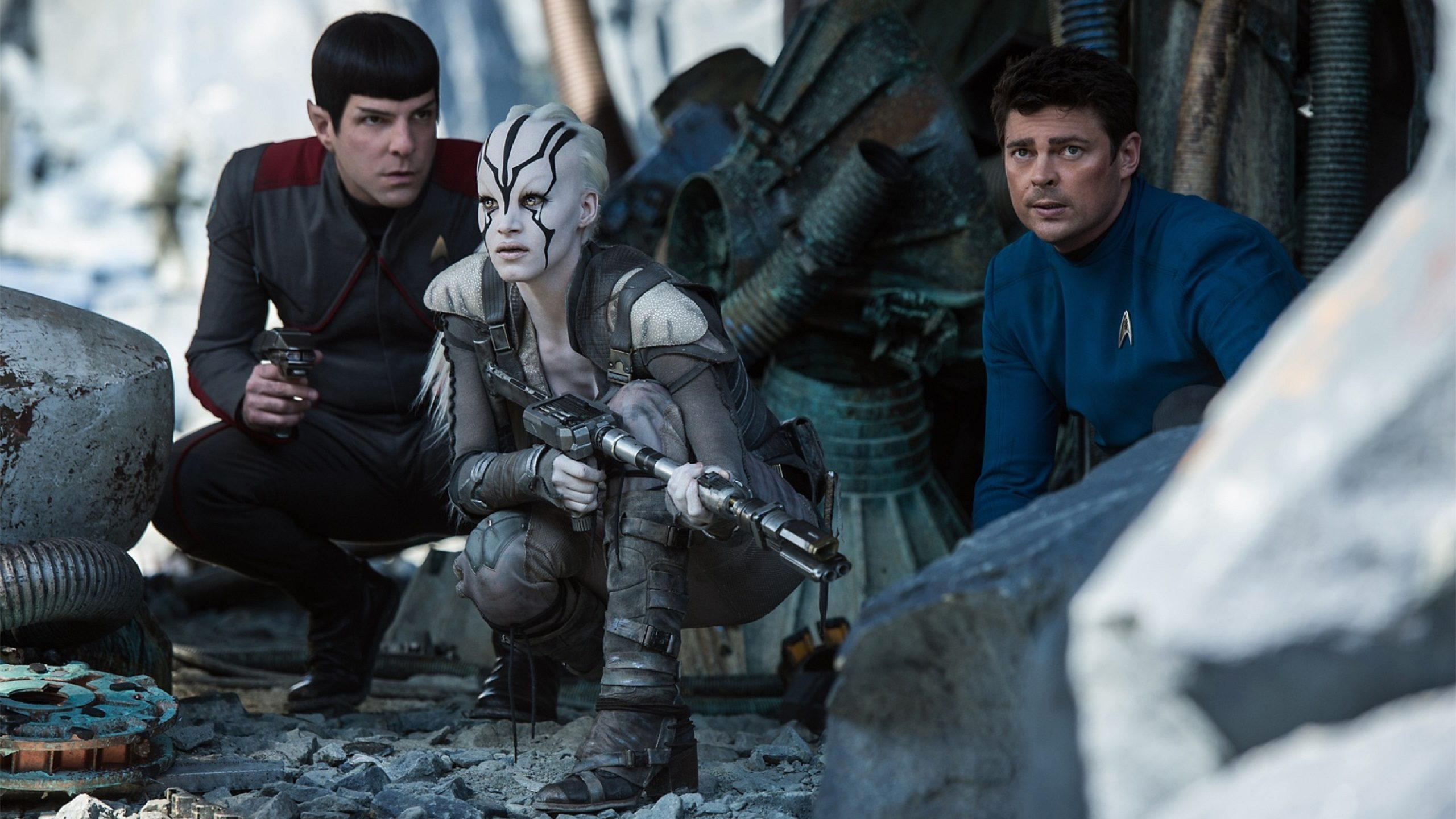 Star Trek Beyond, still 01, Spock, Jaylah, McCoy (2560x1440)
